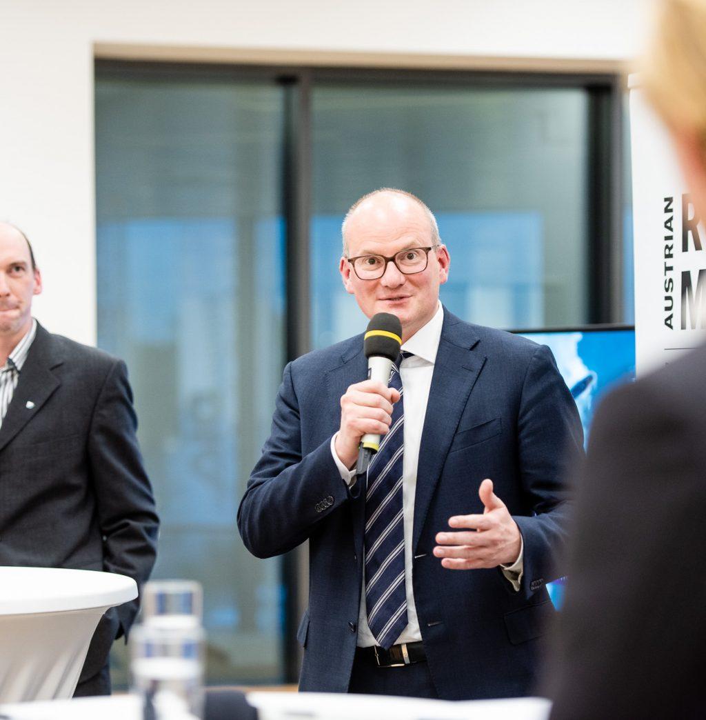 Peter Glaser (Entwicklungschef FACC) und Mag. Julian Jäger (Vorstand Flughafen Wien) © Zsolt Marton