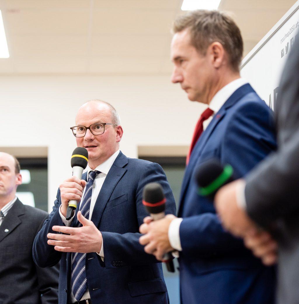 v.l.n.r.: Peter Glaser (Entwicklungschef FACC), Mag. Julian Jäger (Vorstand Flughafen Wien) und Jens Ritter (COO AUA) © Zsolt Marton