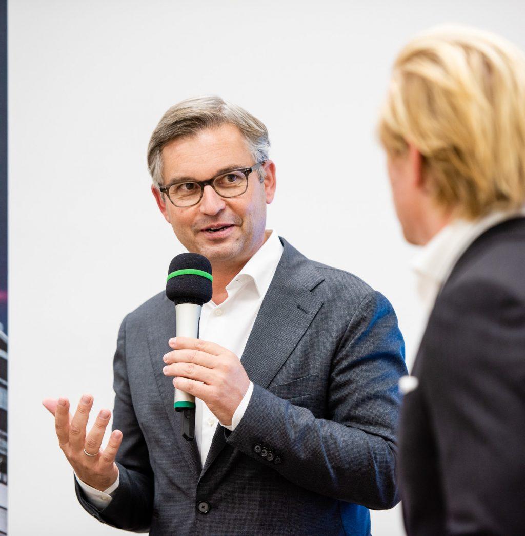 Staatssekretär Dr. Magnus Brunner und Moderator Nikolaus Pelinka © Zsolt Marton