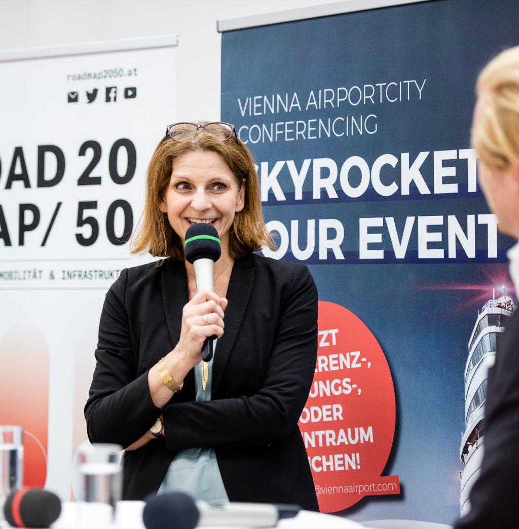 Mag. Elisabeth Landrichter (Leitung Gruppe Luft BMK) beim ExpertInnenpanel © Zsolt Marton