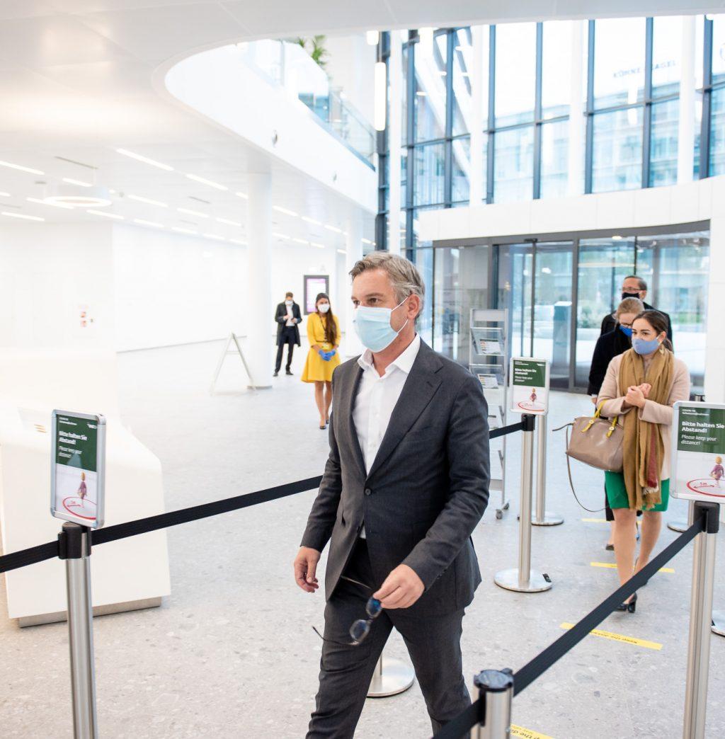 Staatssekretär Dr. Magnus Brunner beim Covid19 - Schnelltest © Zsolt Marton