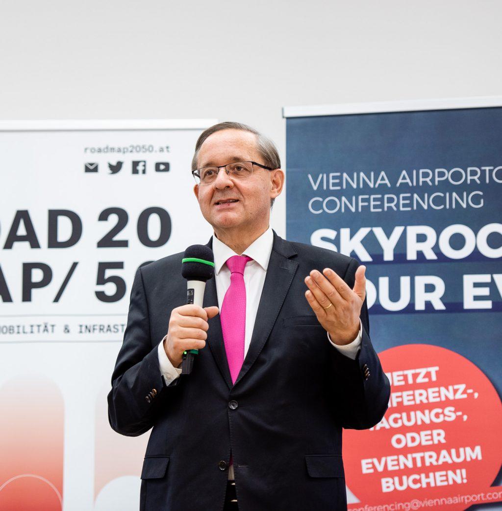 Begrüßung von Dr. Günther Ofner (Vorstand Flughafen Wien) © Zsolt Marton